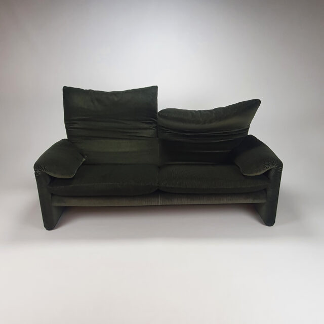 Maralunga Two and a Half Seater Sofa by Vico Magistretti for Cassina, 1970s